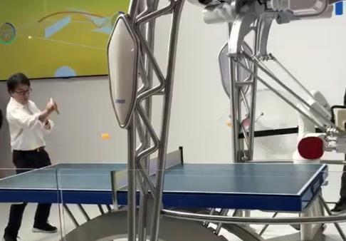 蜘蛛手机器人打乒乓球