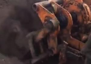 4连杆机构仿形铲土机