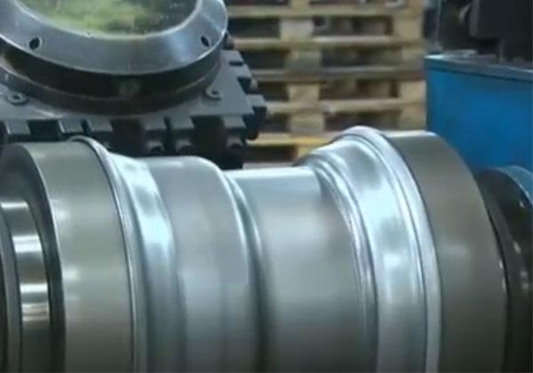 卡车钢制轮毂旋压成形生产过程