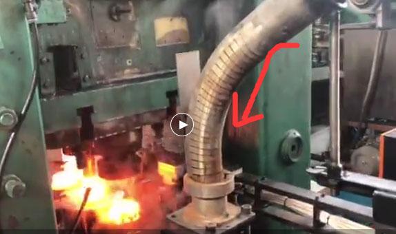 利用弯管实现长棒料输送方向改变 由 (中频炉下料定位)