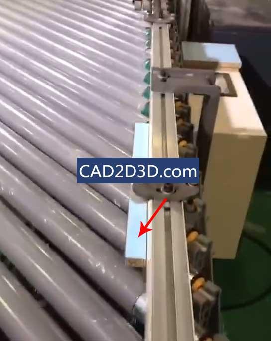 斜辊筒输送线加限位板实现不同规格尺寸工件的自动定位